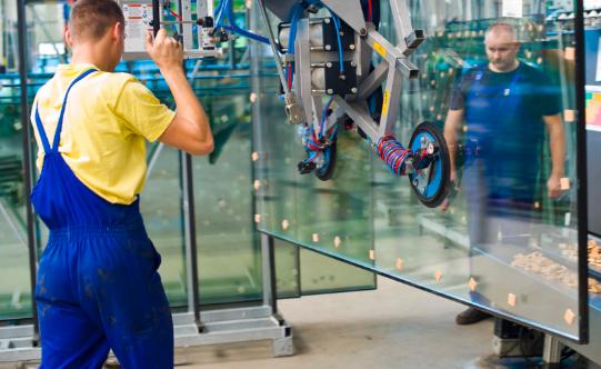Pracownicy chwalą  atmosferę w pracy i dobre relacje  w poszczególnych zespołach. W naszej firmie znajdują zatrudnienie zarówno mężczyźni jak i kobiety. Warto podkreślić, że wiele pań pracuje w dziale produkcji, gdzie są cenionymi pracownikami.