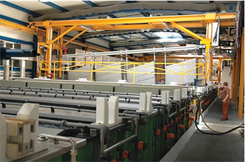 Konsekwentnemu rozszerzaniu oferty produktowej towarzyszą istotne nakłady w rozwój technologii. Powstają linie do anodowania, dział obróbki mechanicznej, linie do lakierowania i nowoczesna oczyszczalnia ścieków. Inwestycje w nowoczesne zaplecze produkcyjne umożliwiły zaistnienie spółki na rynku usług powierzchniowej i mechanicznej obróbki aluminium. W tym czasie spółka zwiększyła swój udział w branży szyb zespolonych, uruchamiając zakład produkcyjny w Starogardzie Gdańskim.