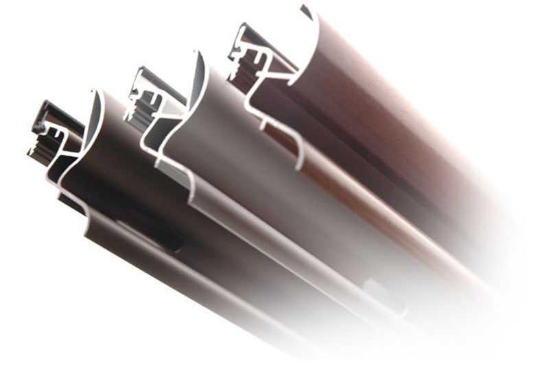 Firma rozpoczęła produkcję elementów aluminiowych - zwłaszcza okapników rynnowych, które do tej pory zajmują istotne miejsce w ofercie. Przez następne lata powstawała oferta wysokiej jakości wyrobów aluminiowych, które wychodzą naprzeciw oczekiwaniom Klientów. Do dziś profesjonalny serwis i  kompleksowa obsługa inwestorów, to priorytety, które potwierdzają pozycję marki na międzynarodowym oraz krajowym rynku.